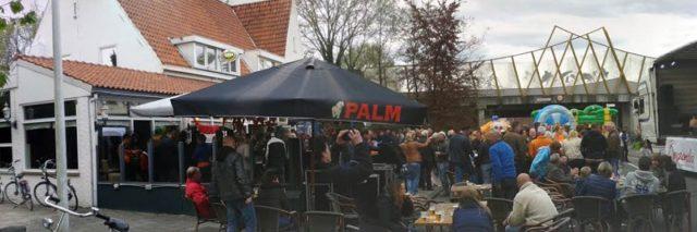 Koningsdag In De Kerkstraat, Maarheeze - het is nog vroeg