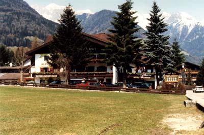 Hotel Alpenhof, waar o.a. Luc en Antal de eerste dagen gehuisvest waren