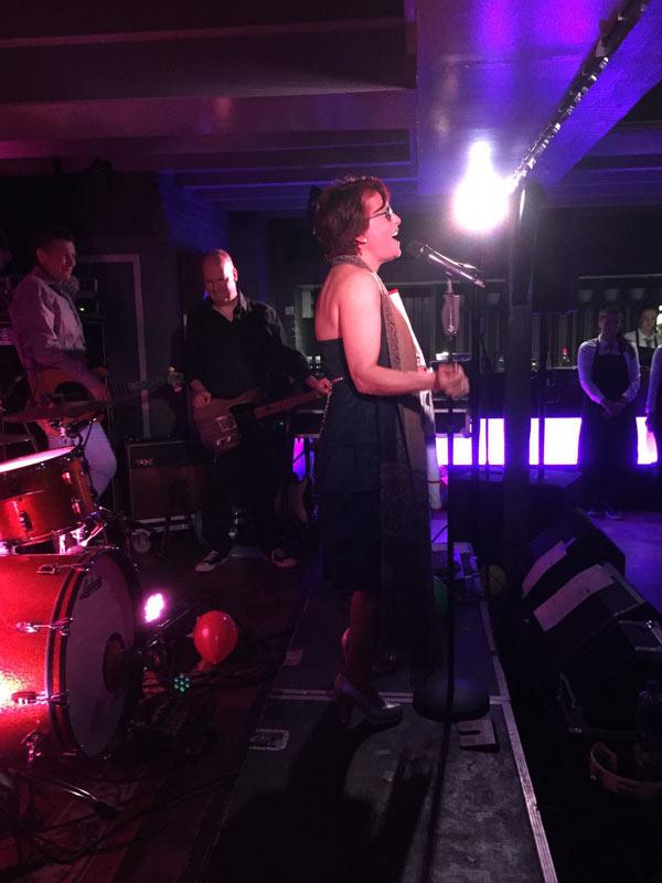 Yvonne zingt Evergreen (foto: Luc)